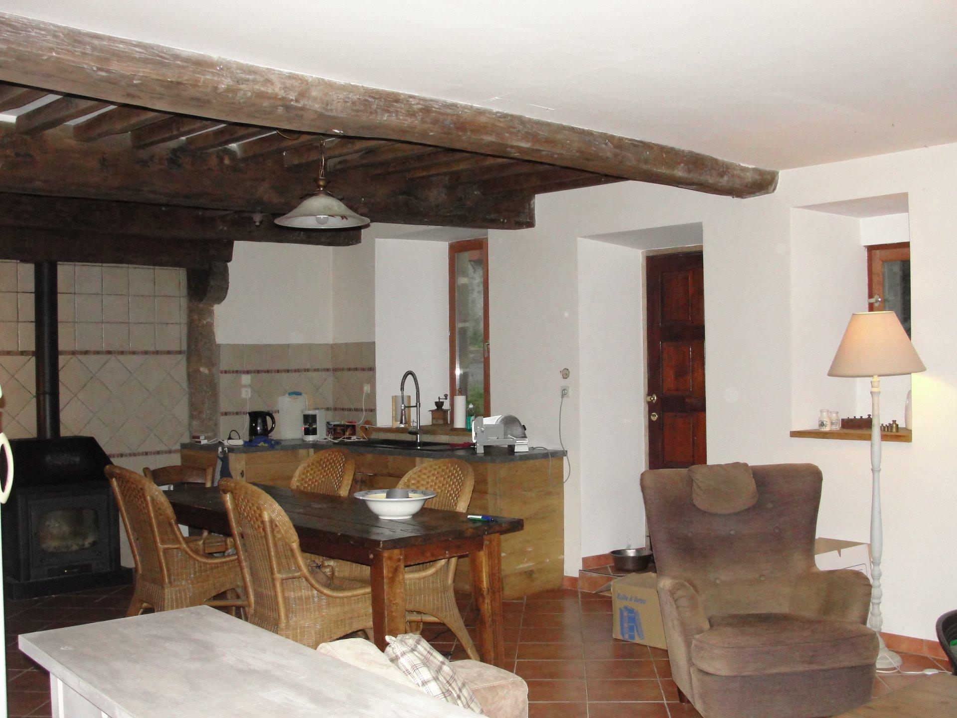 Zu verkaufen Im Auvergne, renoviertes Dorfhaus mit Keller und Garten.