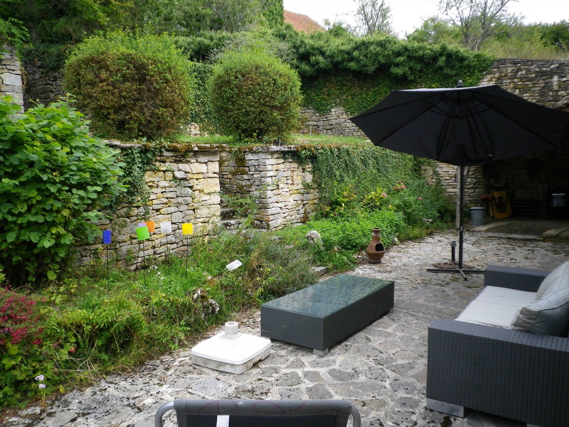 Schönes Steinhaus mit Ferienhaus in der Haute-Saône