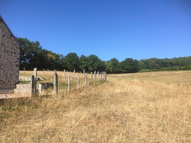 SOUS OFFRE Schitterende boerderij in de Zuid Morvan op 3 ha