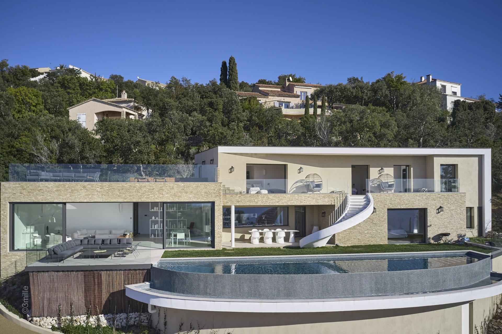 Les Issambres - New villa of + 300 m2 + GREAT SEA VIEW!