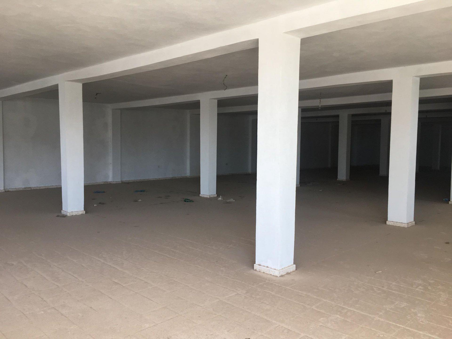 A louer un local de 500 m² à sidi daoud