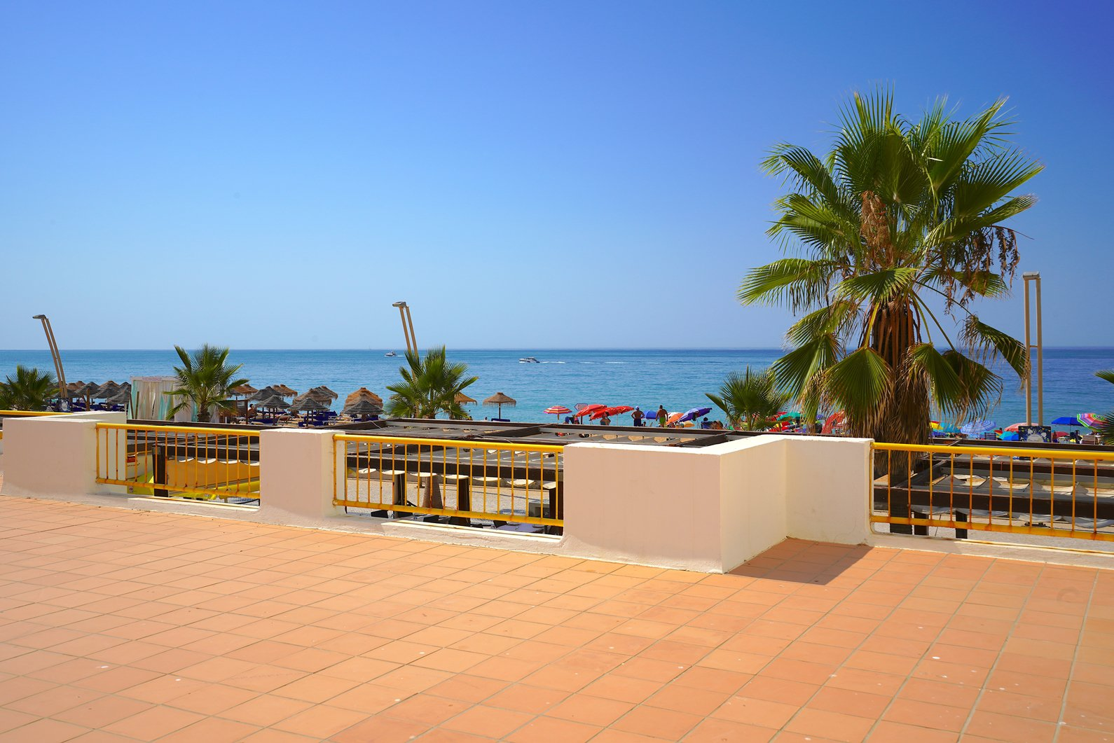 Luxurious 2 bedroom apartment in Quarteira Seafront