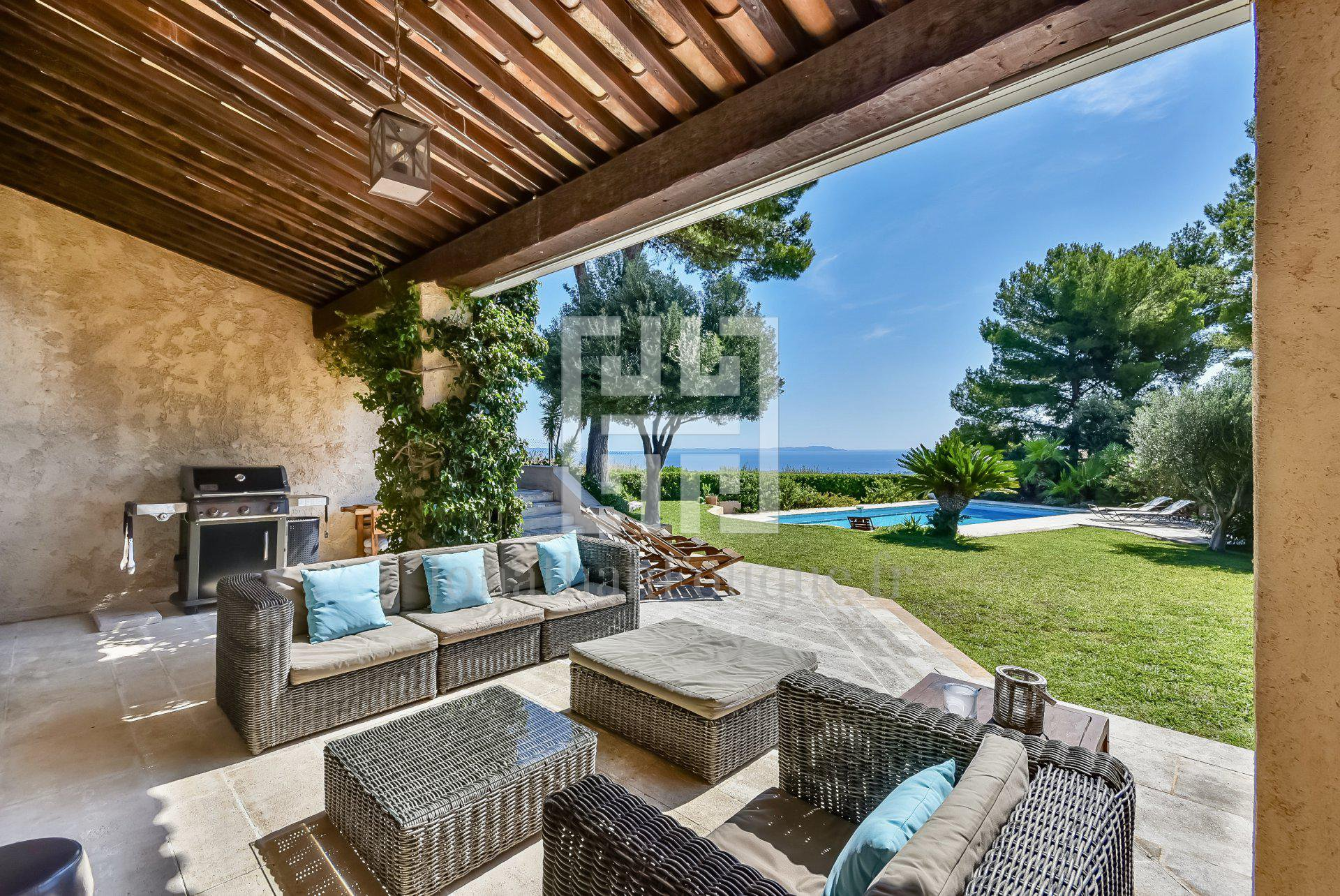 Seasonal rental Villa - Hyères