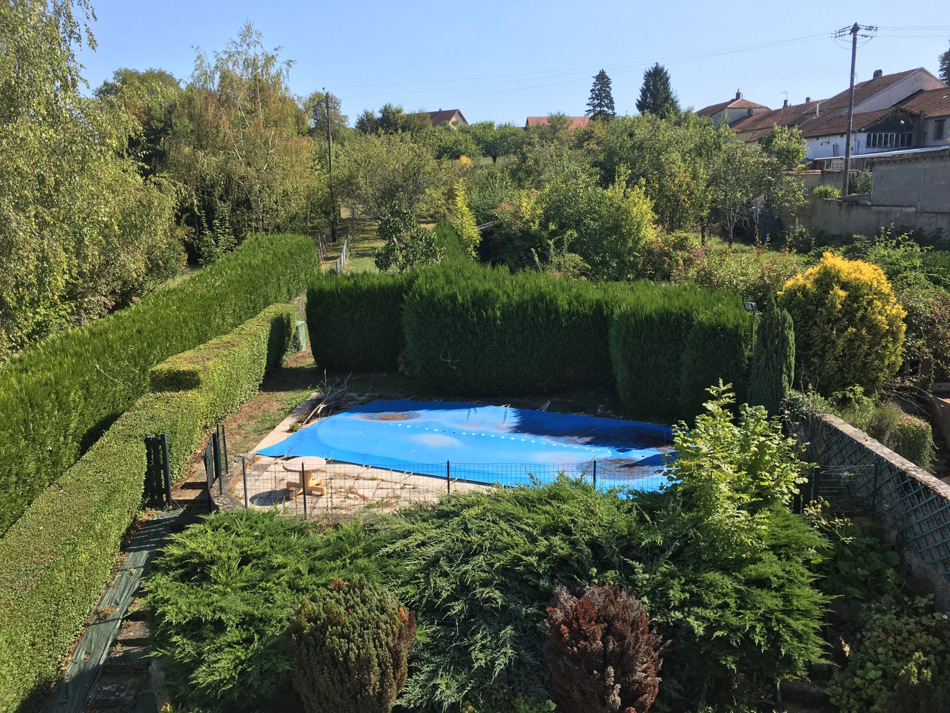 Comfortable, small house with swimming pool in picturesque village in Haute-Saône.