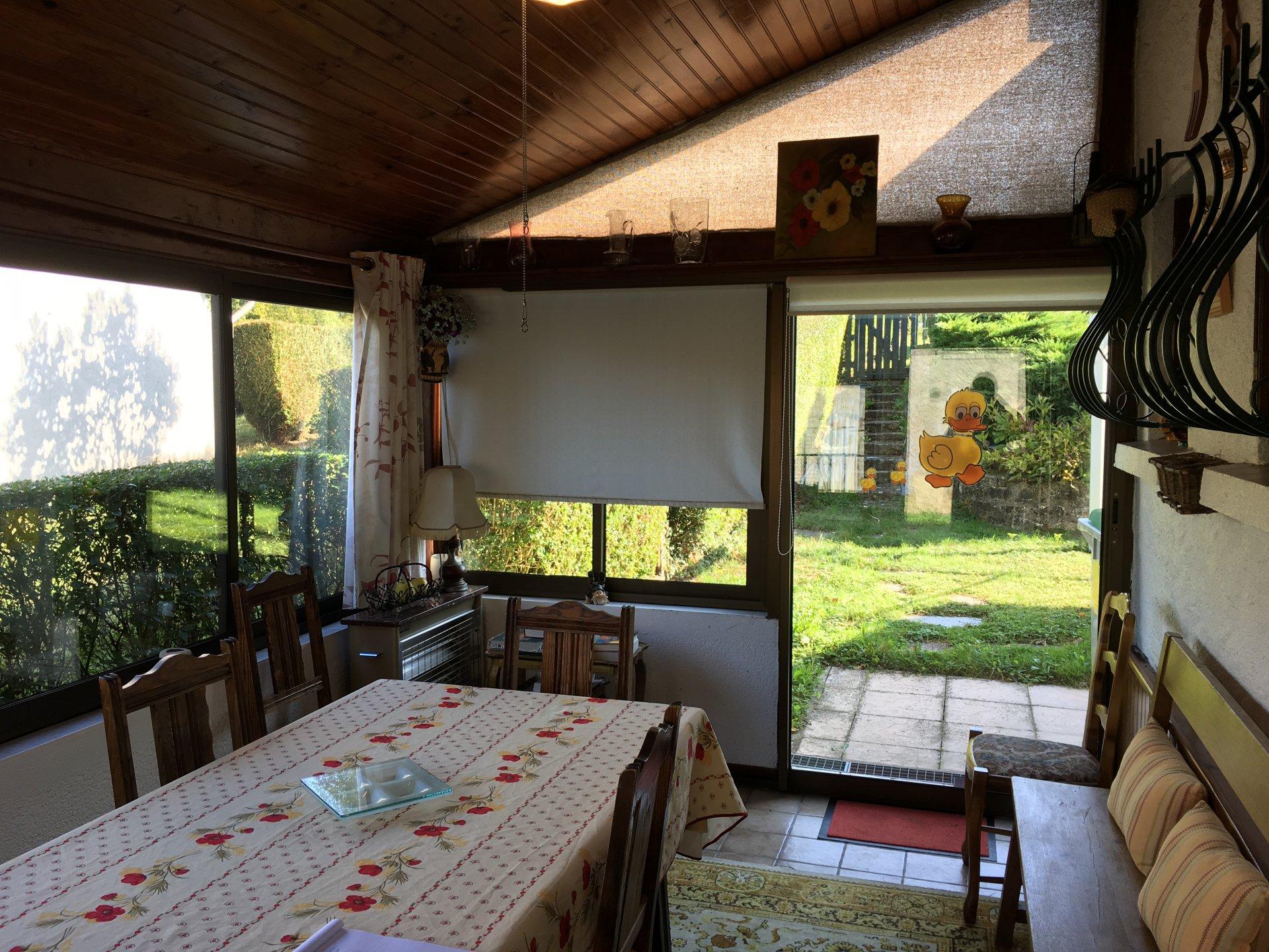 Serre Aan Huis : Klein comfortabel huis met zwembad en serre in de haute saône