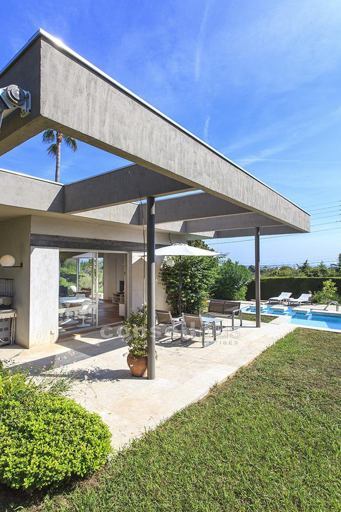 ANTIBES LA CONSTANCE SUPERBE VILLA CONTEMPORAINE