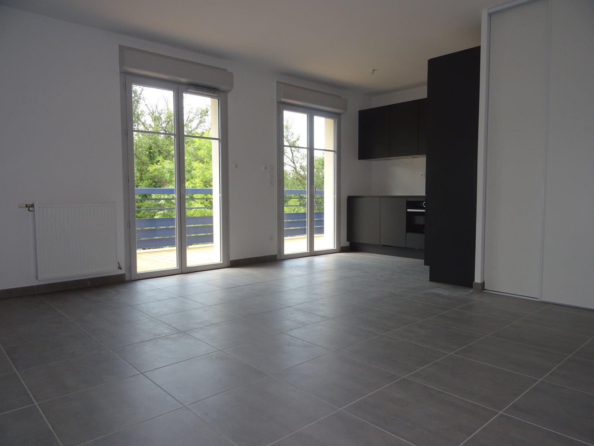 Colomiers, T2 de 54 m² avec terrasse et deux garages.