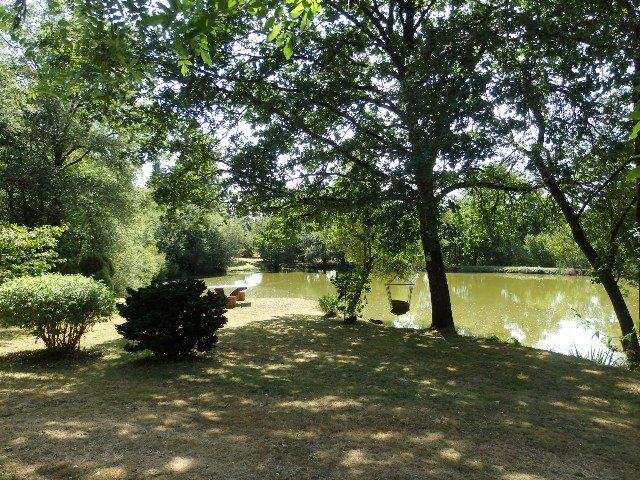 étang avec maison près de St Junien