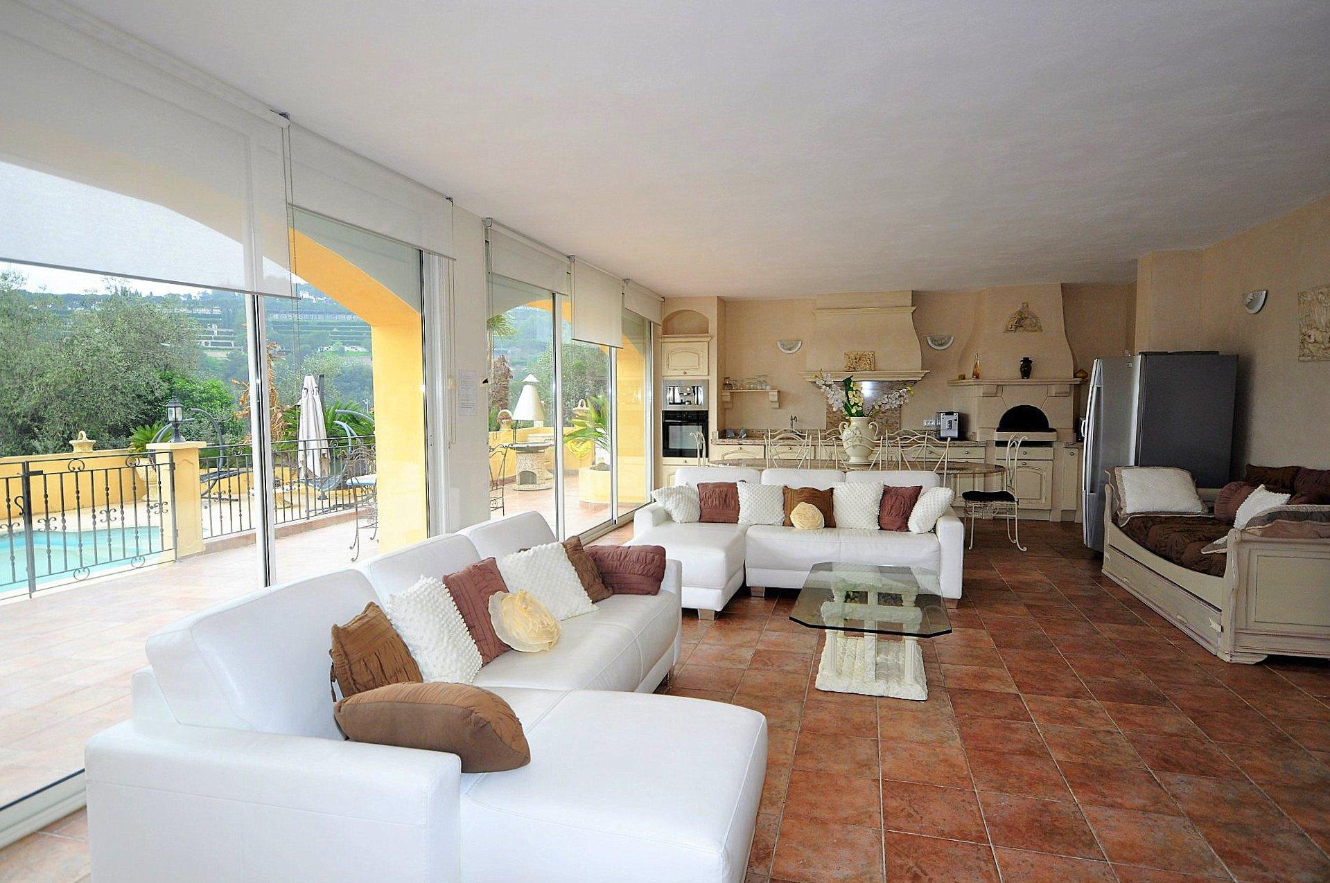 Nice collines villa recente 7p sejour cheminee