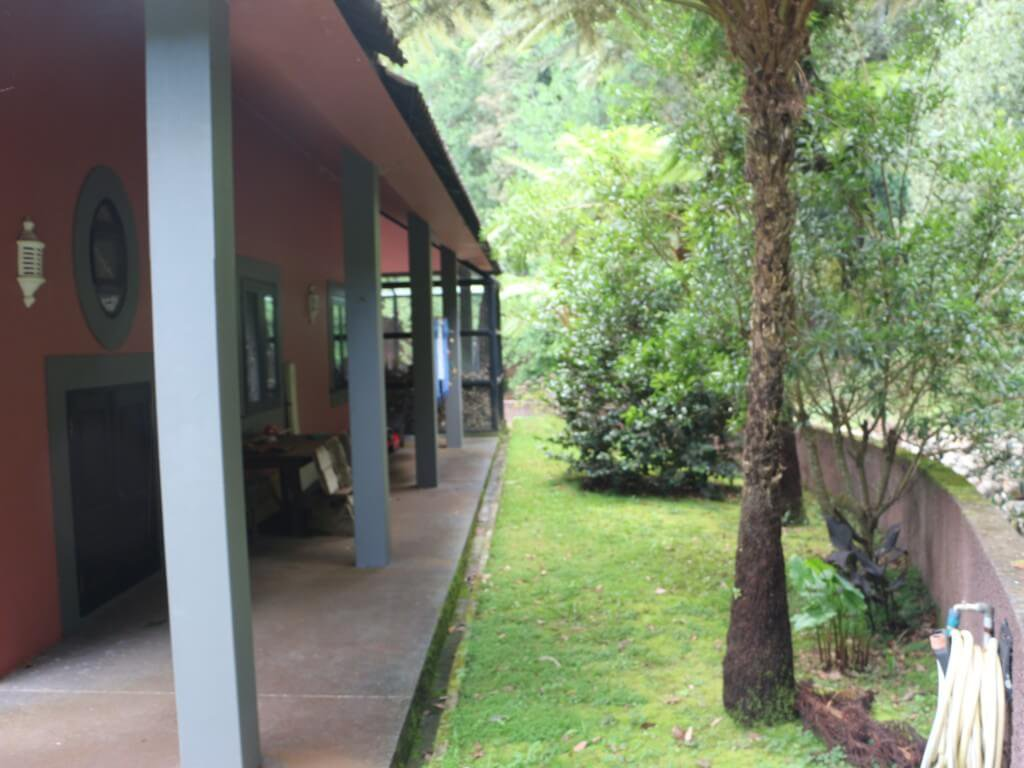 Superb T3 House of 265 m2 on 1.750 m2 of Land (Lawn and Trees) with a Great Privacy. Santo da Serra