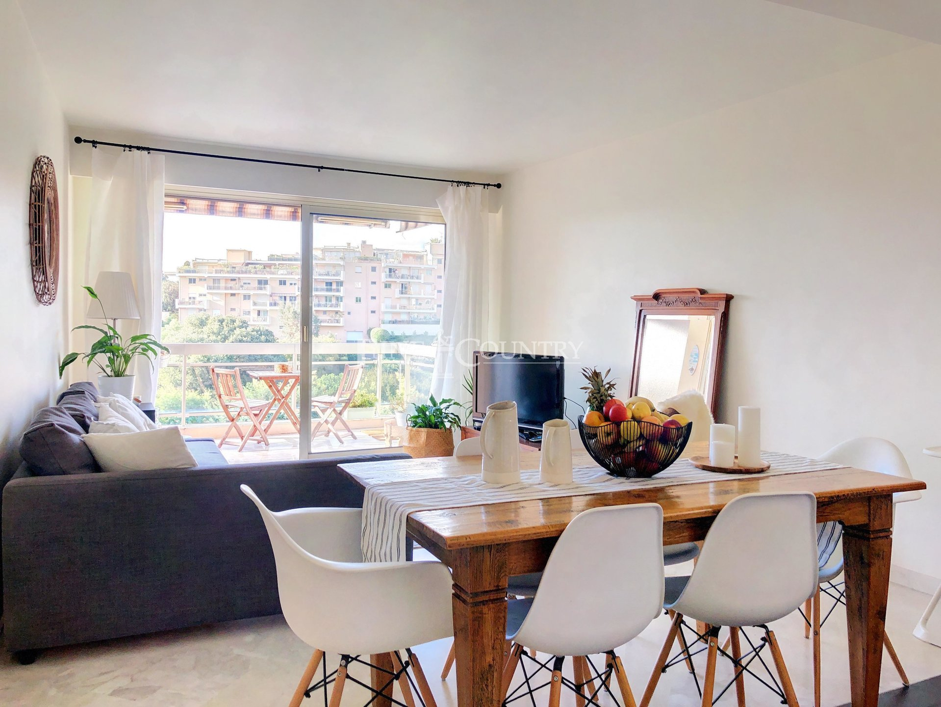 Topfloor apartment for sale in Cannes
