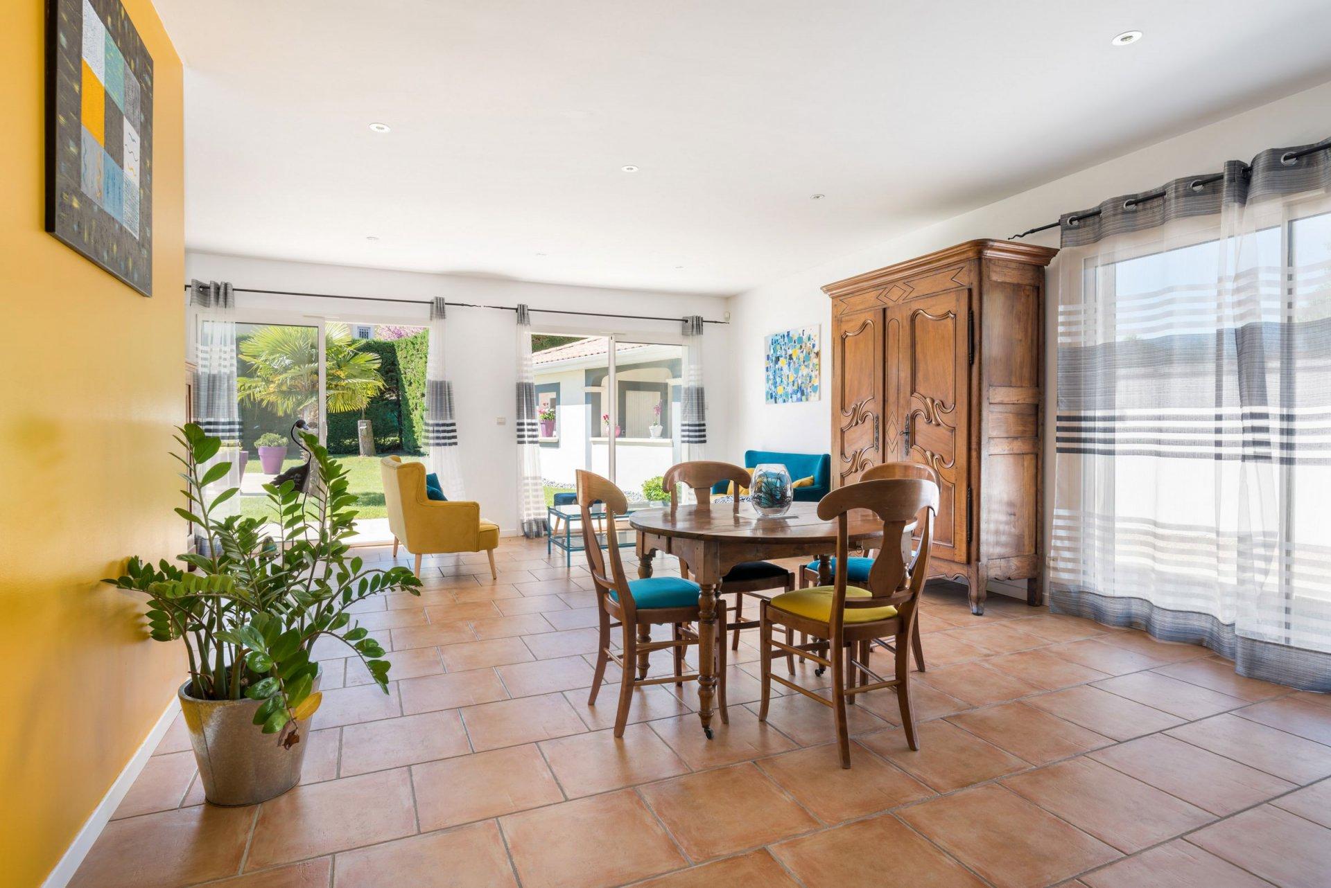 Villa 204m² 8 pièces, garage, jardin, piscine