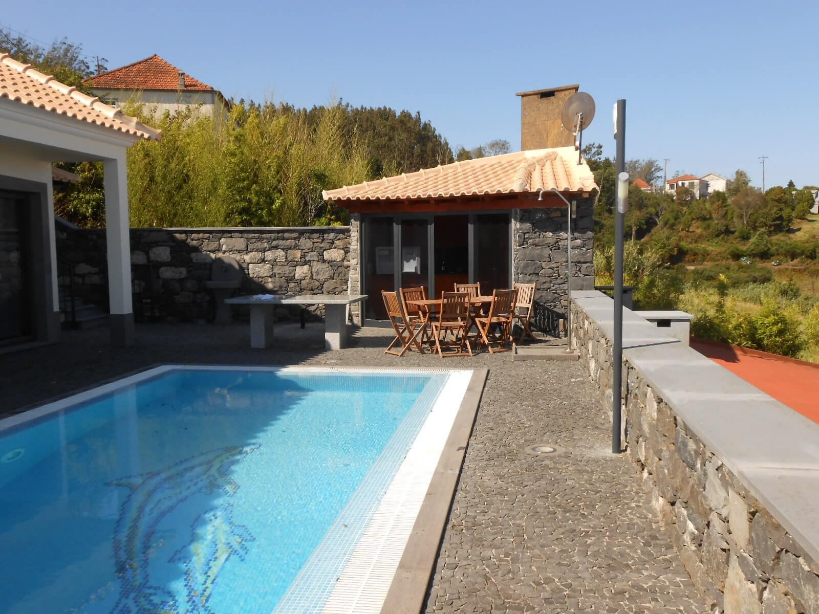 Modern T3 House of 180 m2 on 390 m2 of Land with Swimming Pool. Porto Moniz.