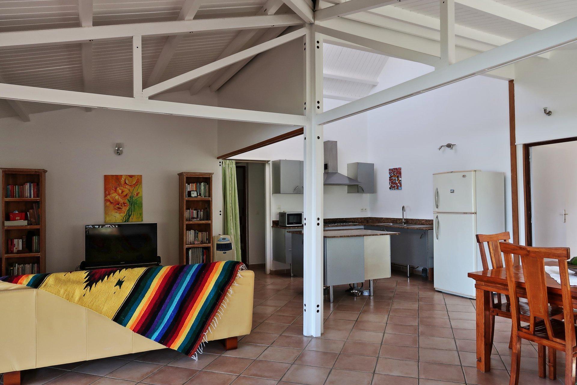 Séjour et cuisine villa T4 Sainte-Anne