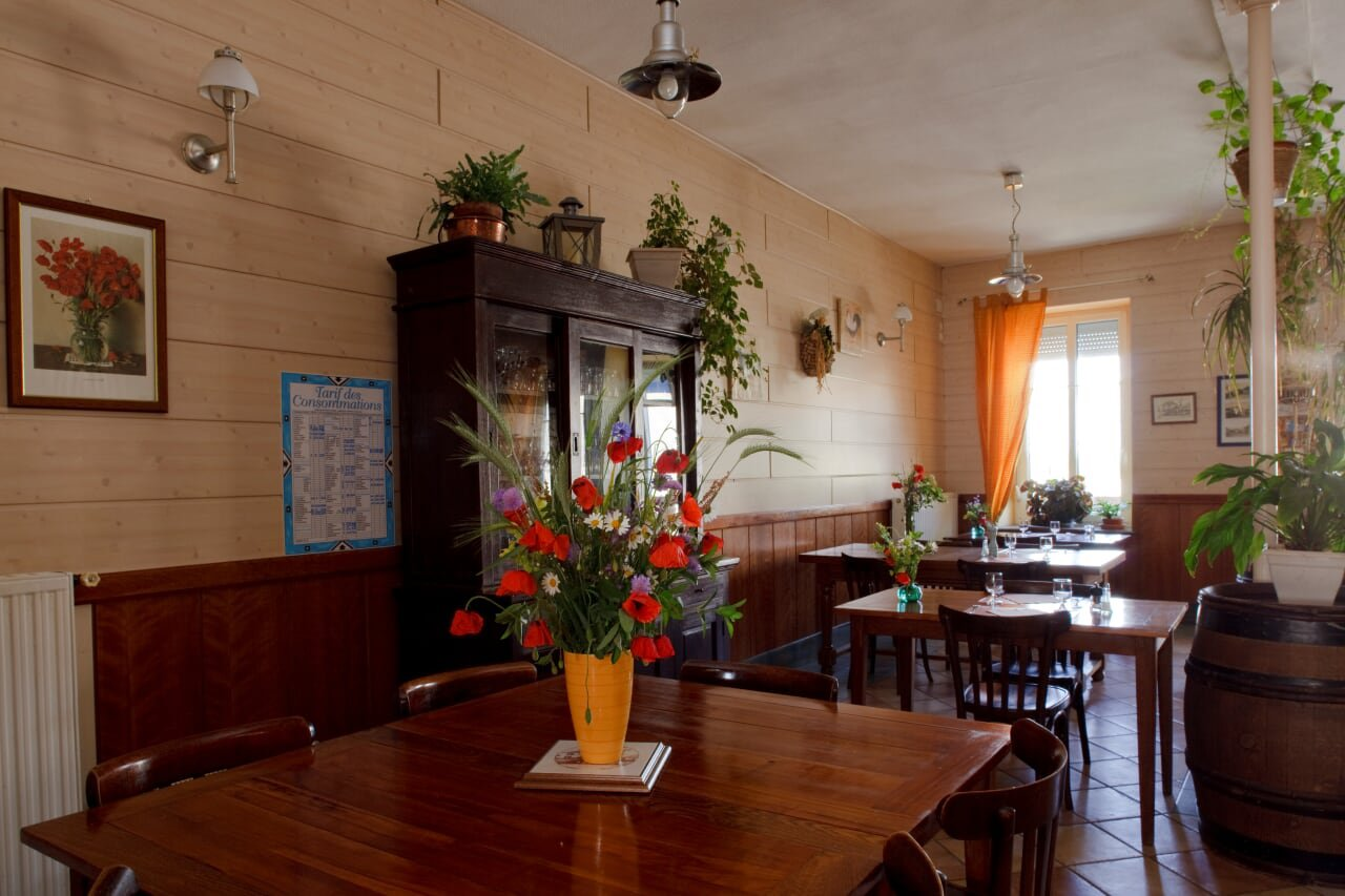 Restaurant with upstairs apartment for sale in the Champagne Ardenne.