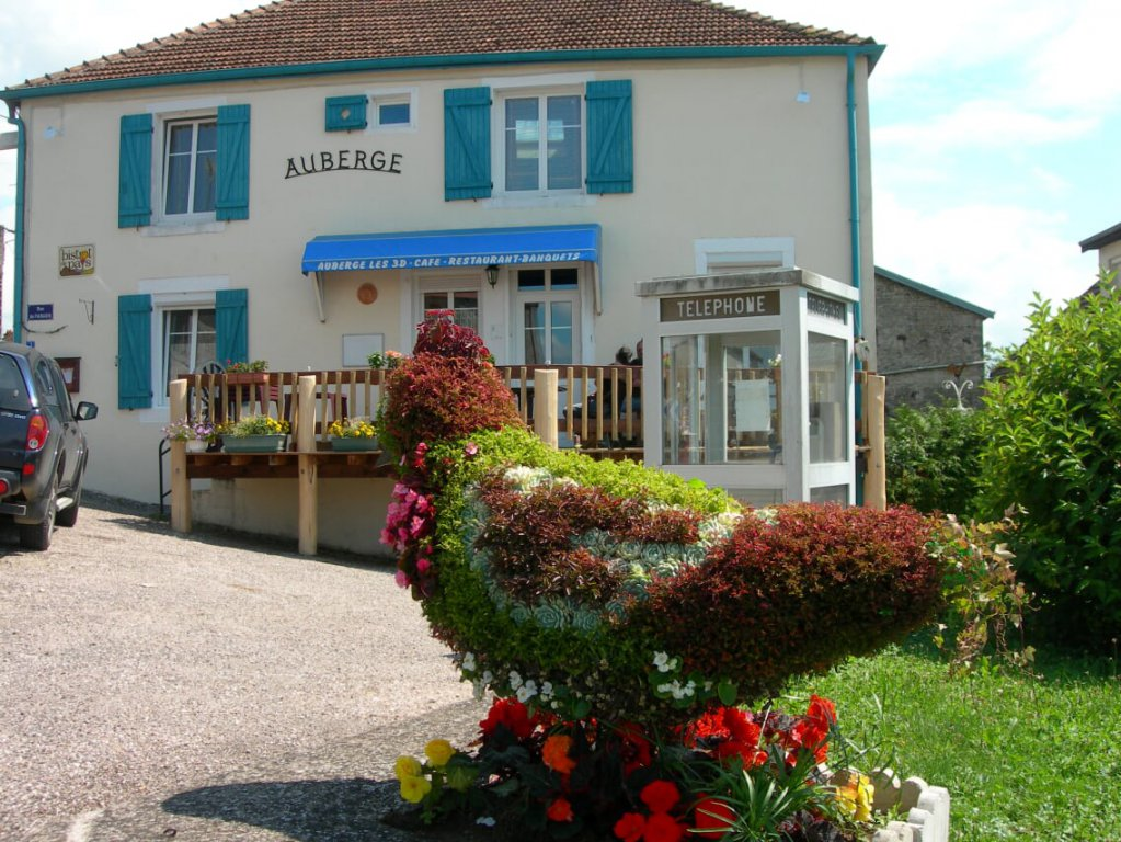 Restaurant mit Obergeschoss Wohnung zum Verkauf in der Champagne Ardenne.