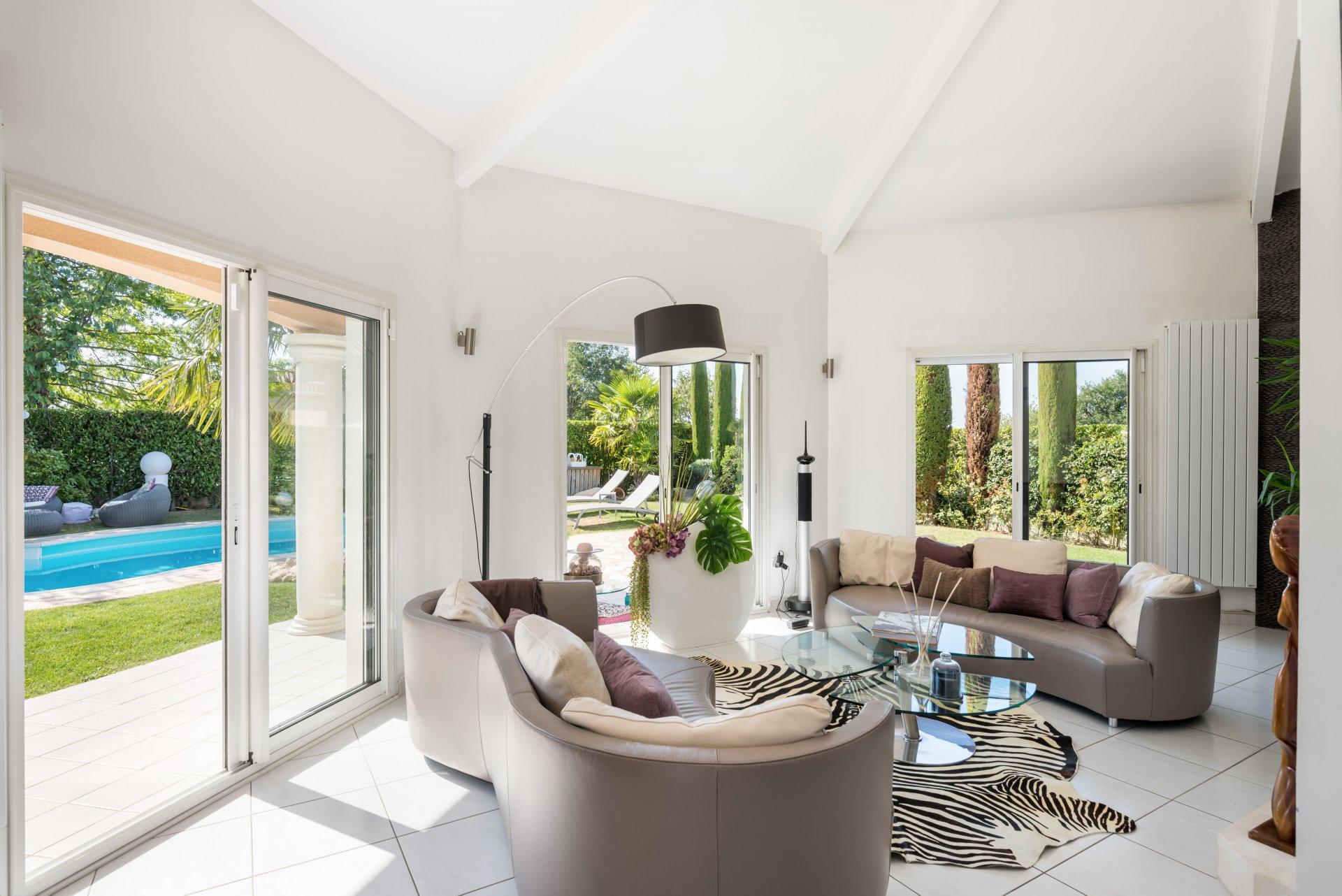Villa St Bonnet de Mûre 6 pièces, garage, piscine