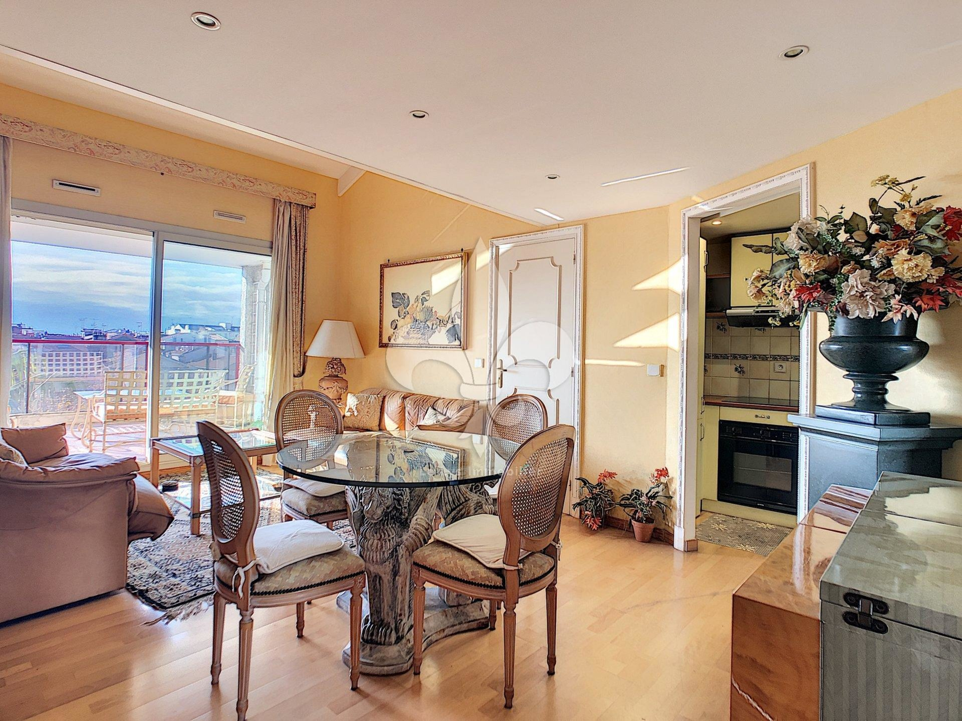 Superb duplex in the heart of downtown, Cannes