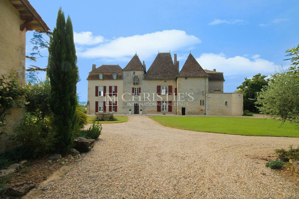 Exceptional Historic Chateau in Bordeaux Region of SW France