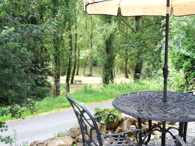Propriété en bordure de rivière avec potentiel de gîte à Darnac
