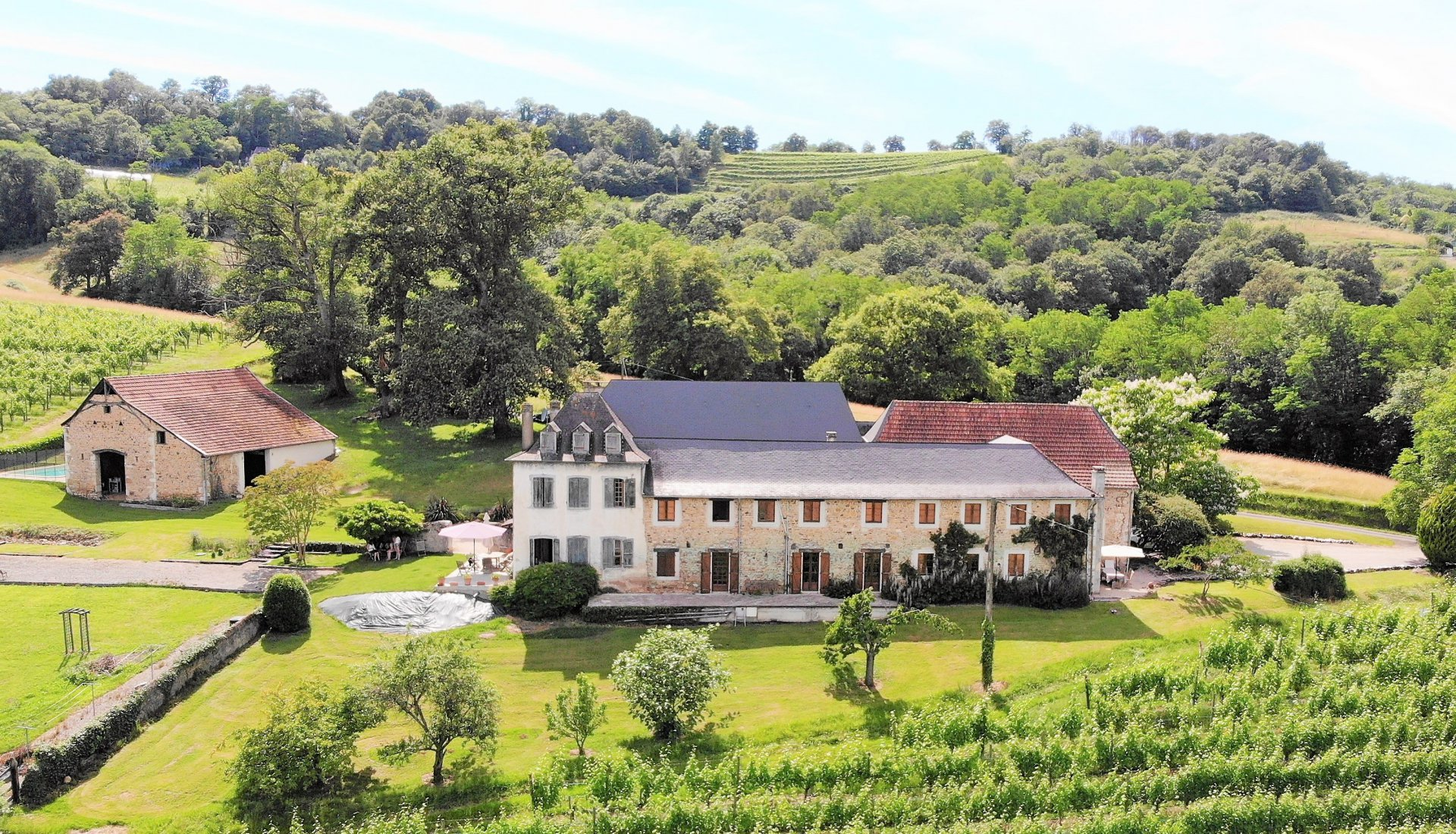 Near PAU - Beautifully restored 18th century farmhouse with luxury gite