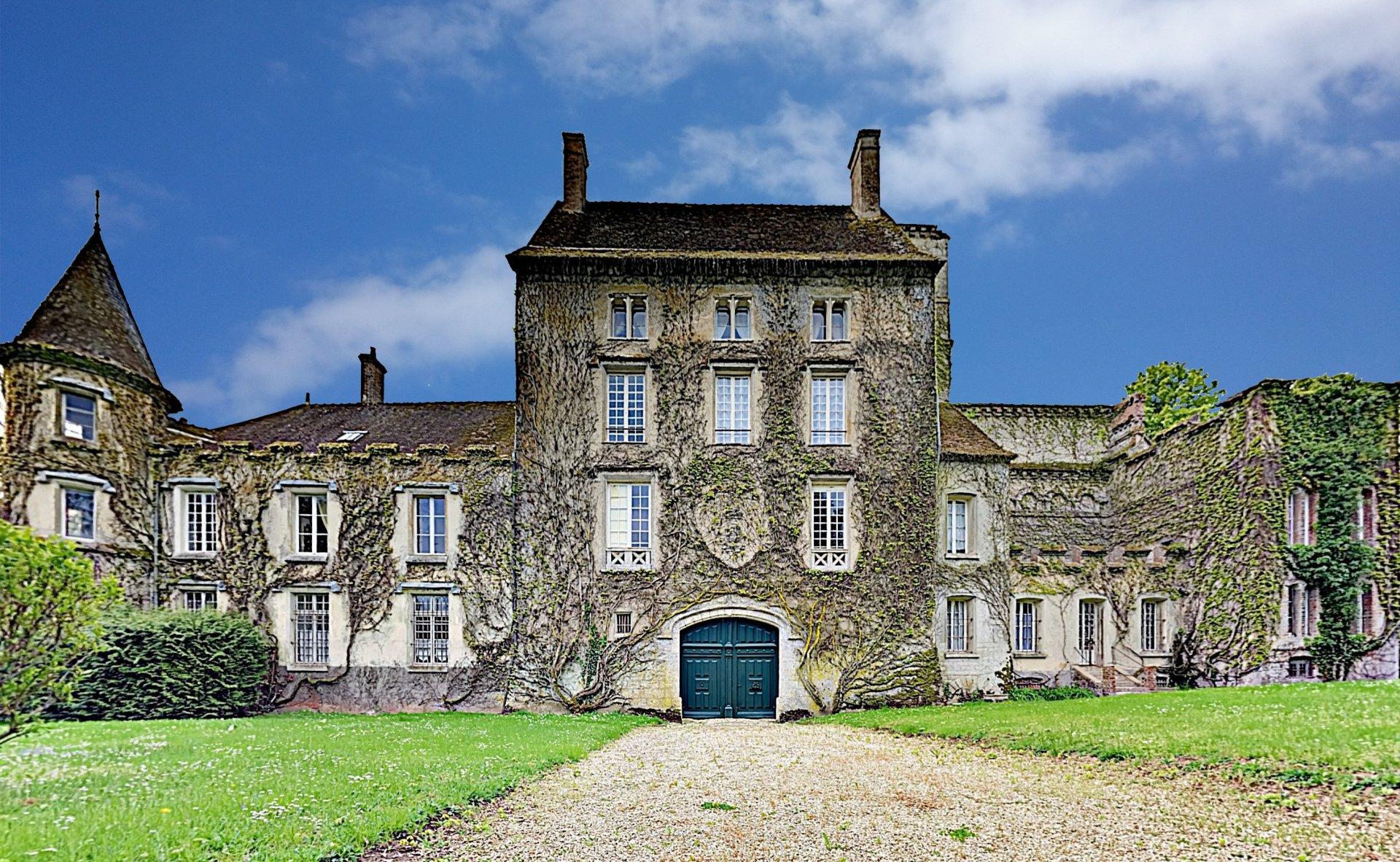 Château. Ancienne commanderie des Templiers Nemours/ Fontainebleau