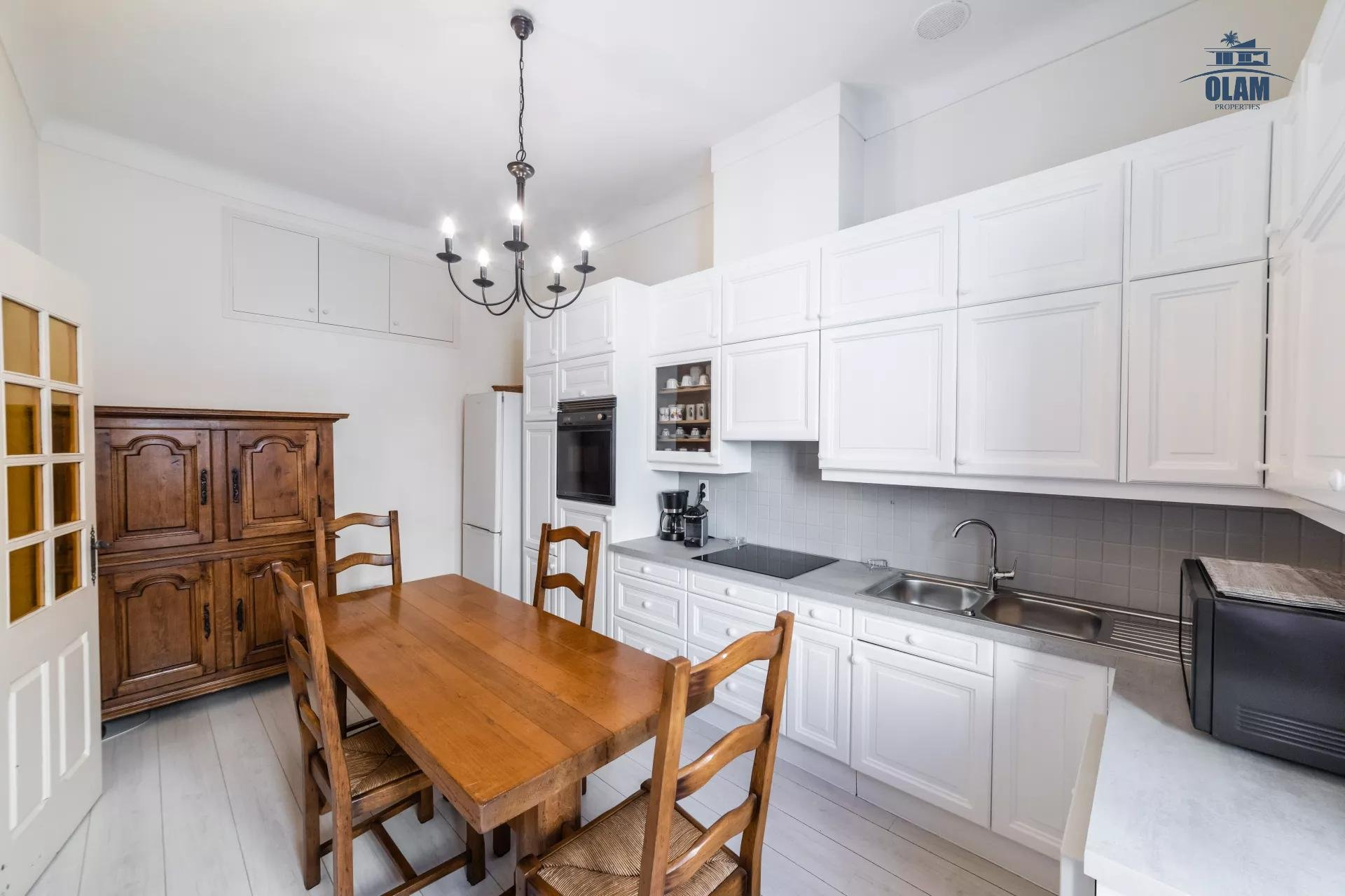 LARGE 3 ROOMS 100M ² CENTER CANNES - CLOSE TO THE PALAIS