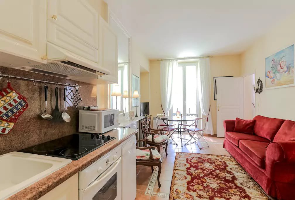Charming apartment in the heart of the golden square of Nice