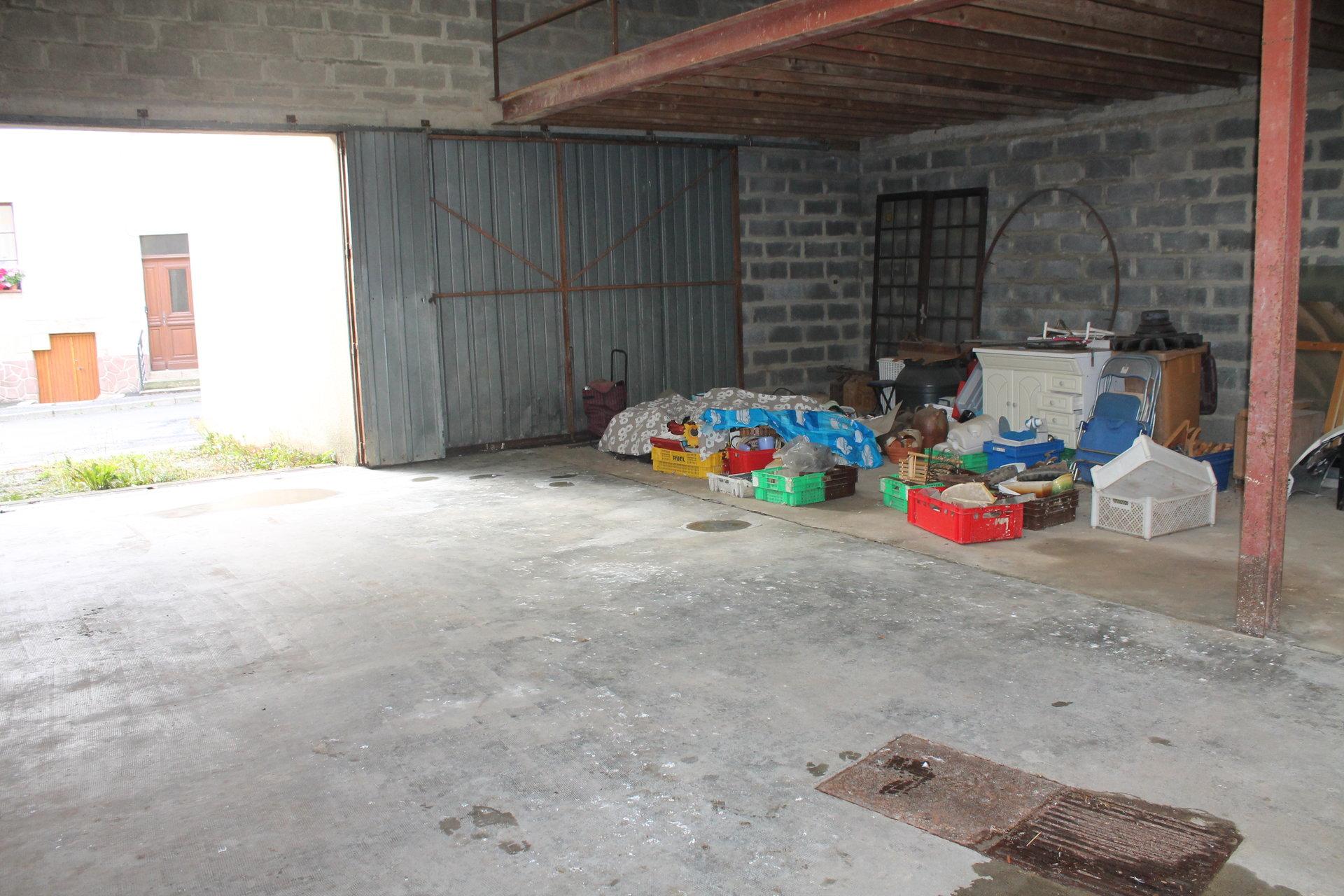 Garage 110M²+ magasin+ appartement