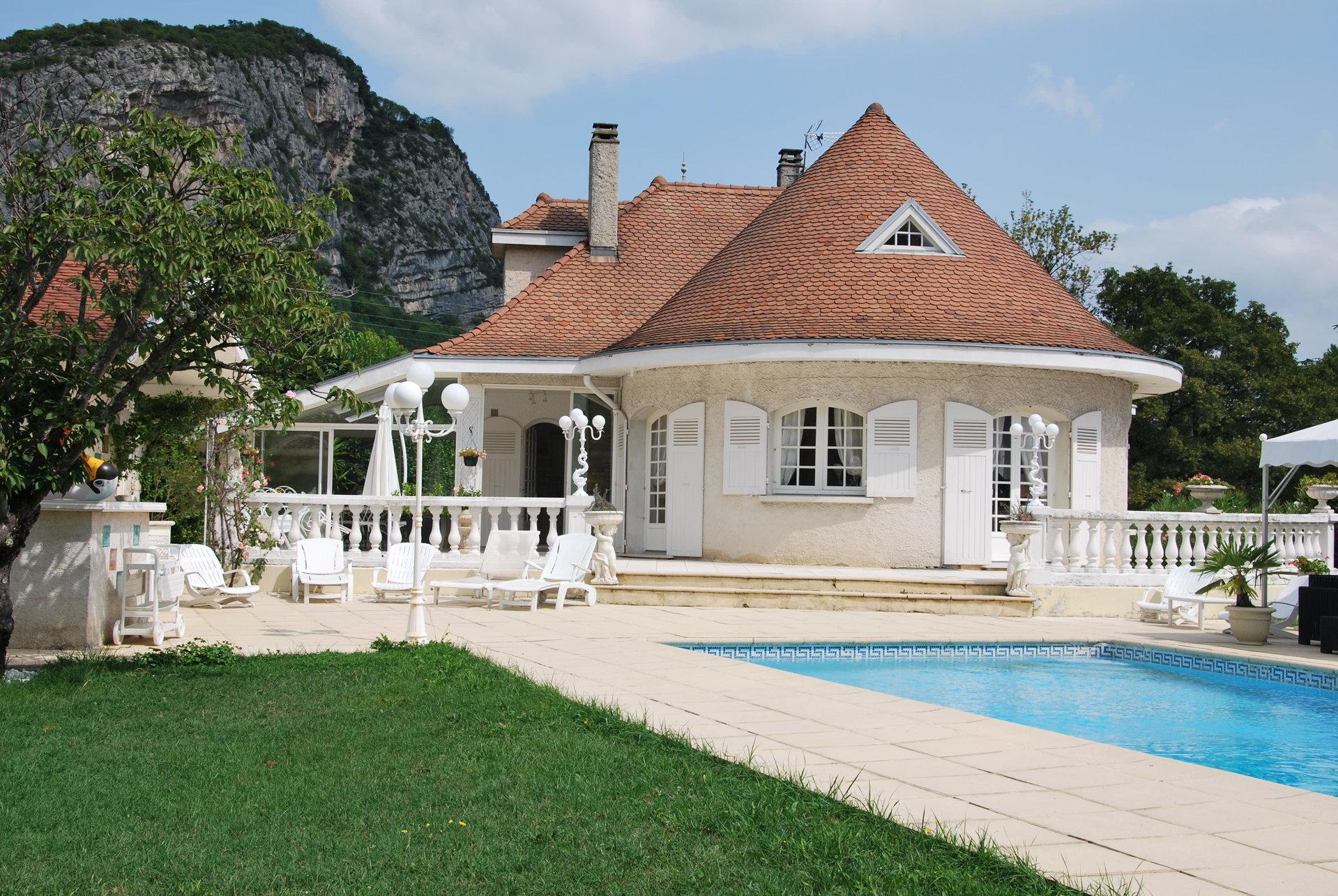 VILLA 350 m² CLAIX