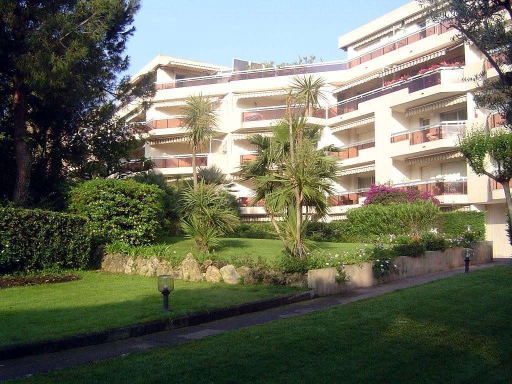 Standing avec piscine pour ce 2 pièces de  37 m² + terrasse 7 m² Centre Poste