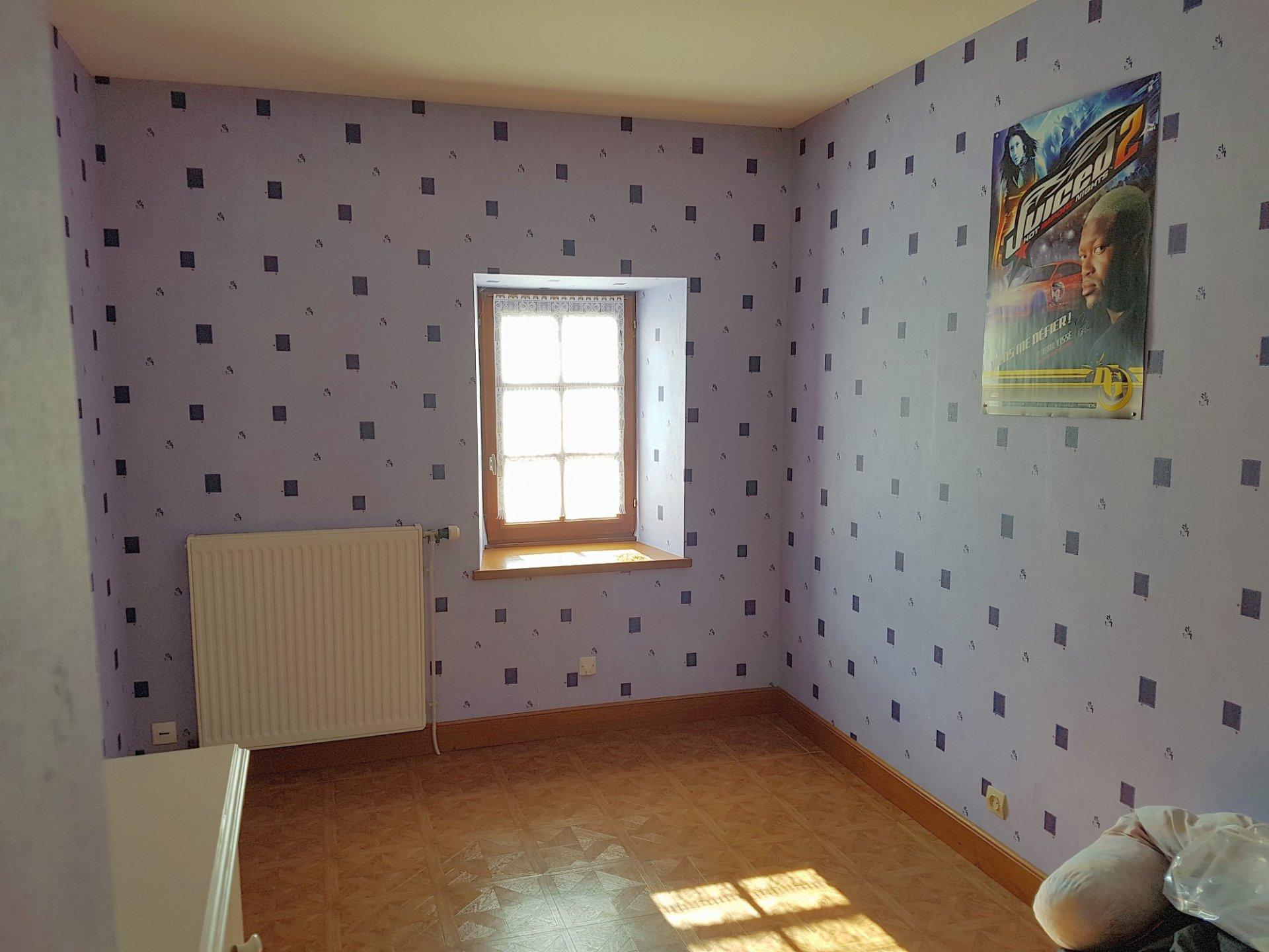 Proche Saint Savin, Vienne 86: maison de bourg avec cour