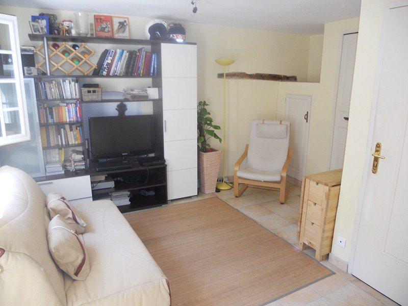 Vieil Antibes studio de 20 m² loué meublé de Septembre à Juin