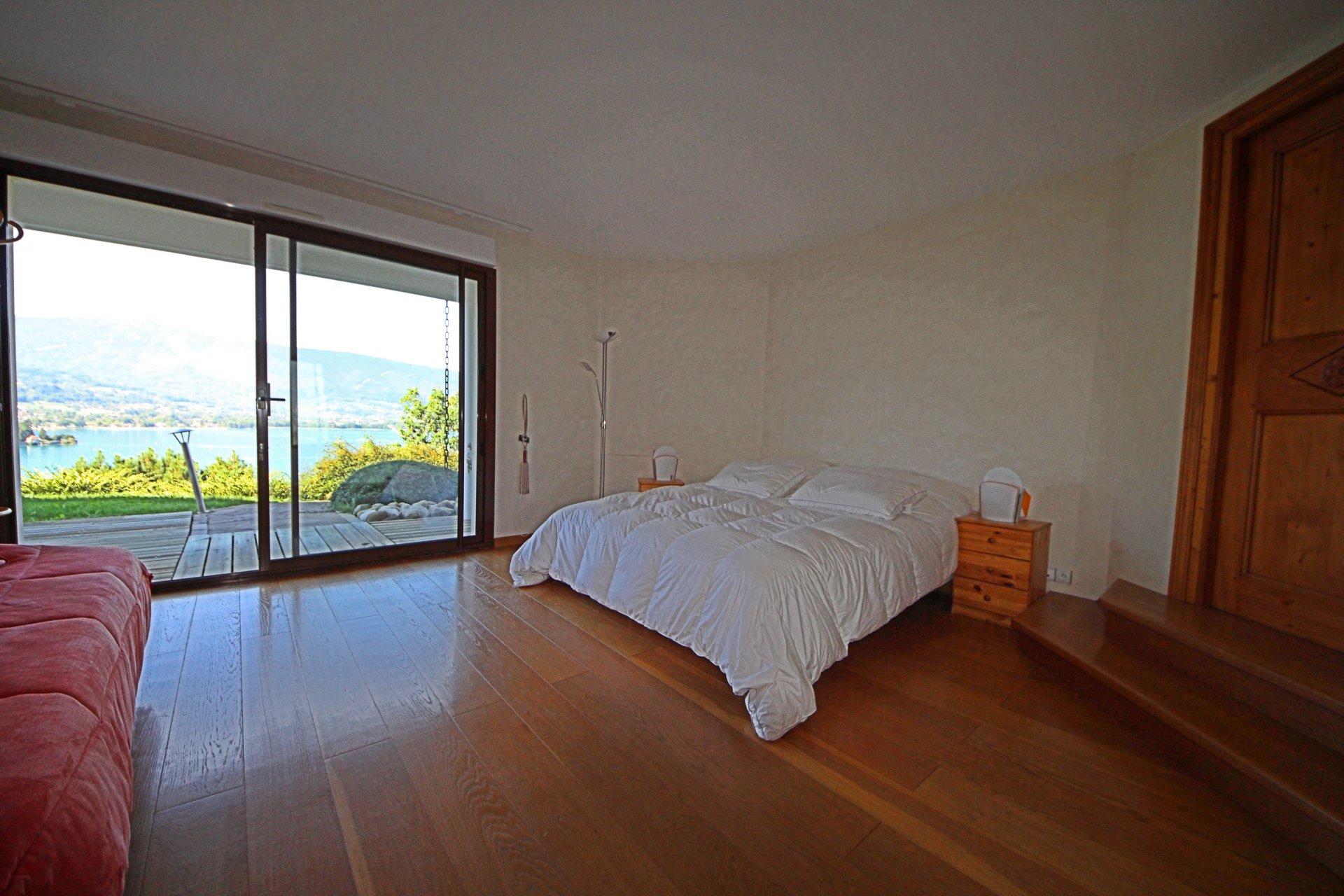 Vue panoramique sur la baie de TALLOIRES