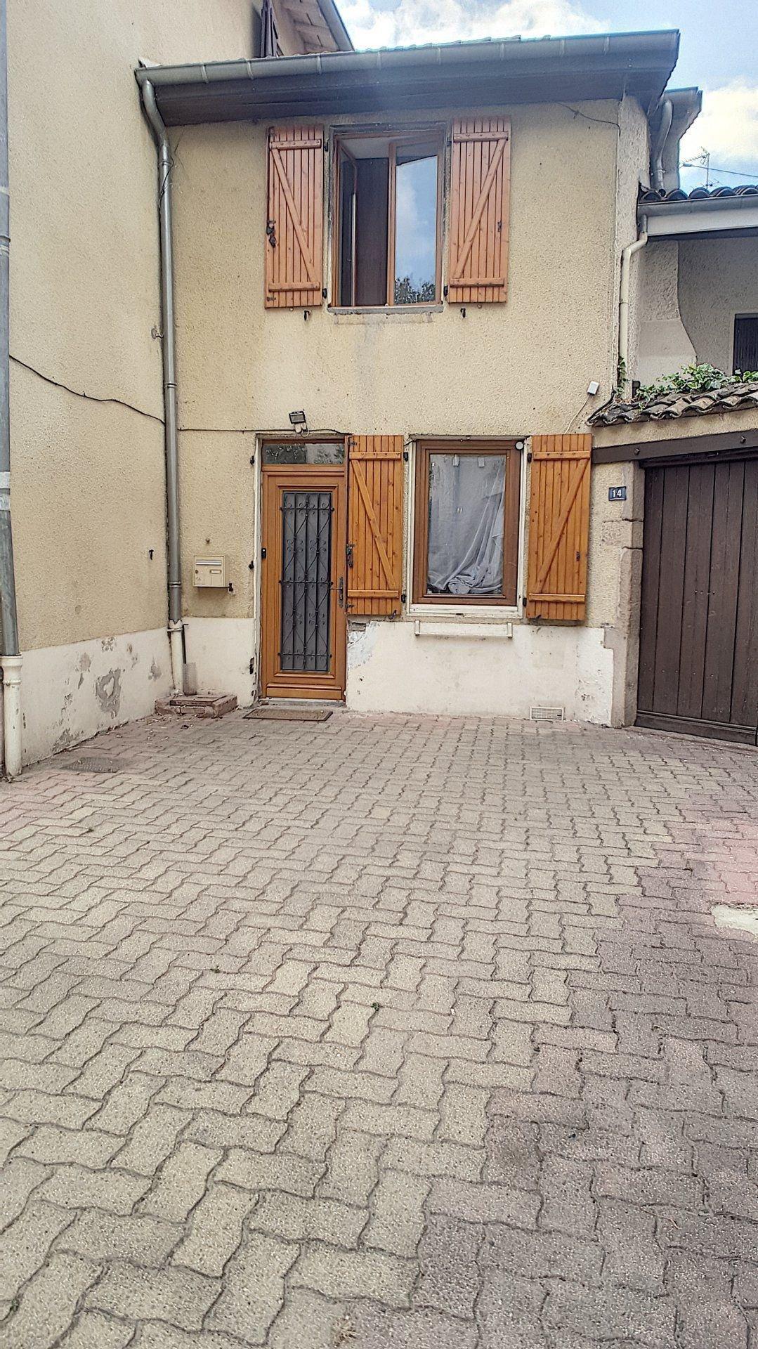maison de village  centre de VERNAISON
