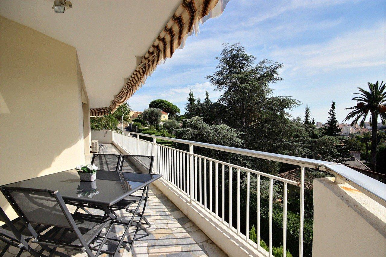 PETIT JUAS :Grand 4 pieces , terrasse sud vue dégagée, garage et parking privée