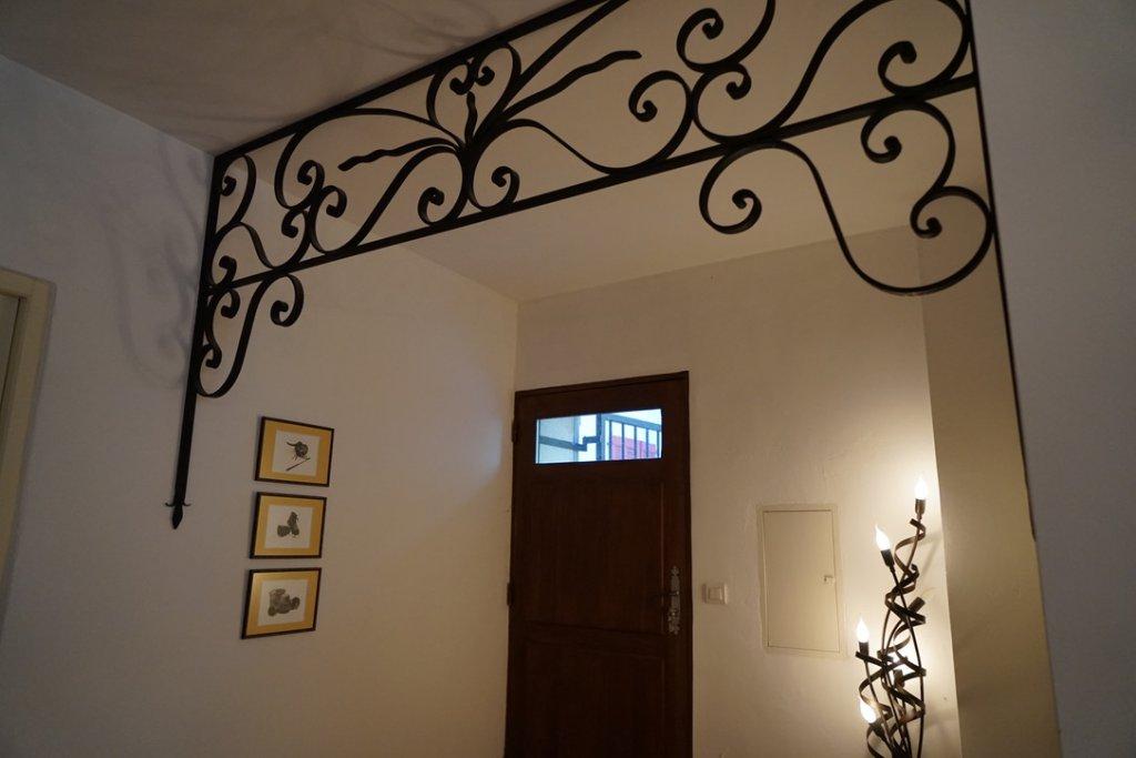 ENTRECASTEAUX-Beautiful village house