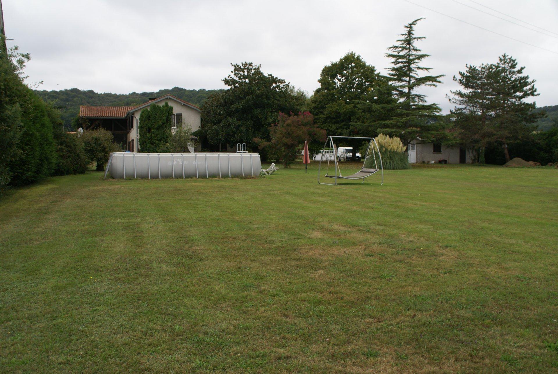 Grote Boerderij (280m²)met 7000m2 en zich op Hautes-Pyreneeën.