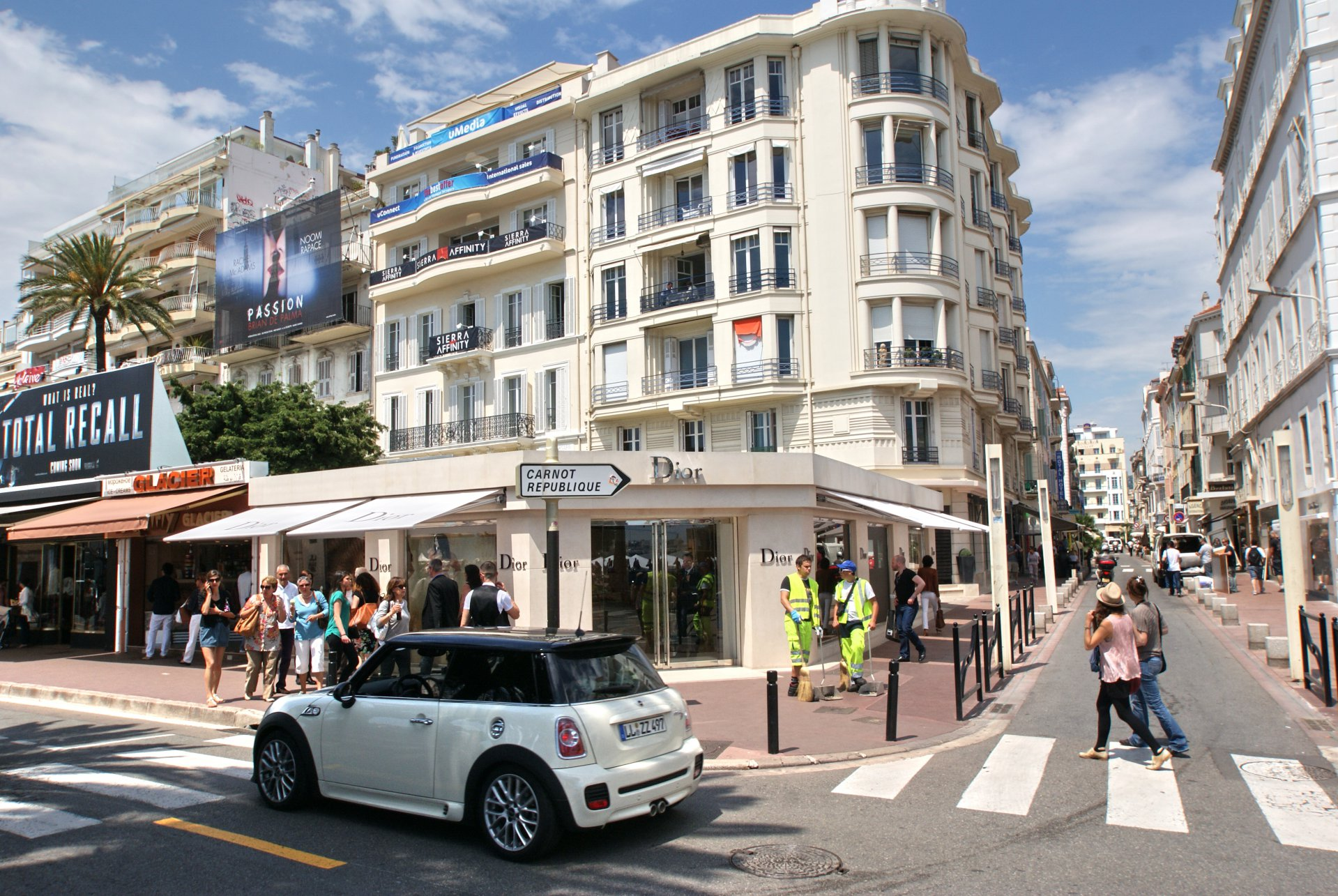 CANNES CENTRE VILLE - MURS OCCUPES