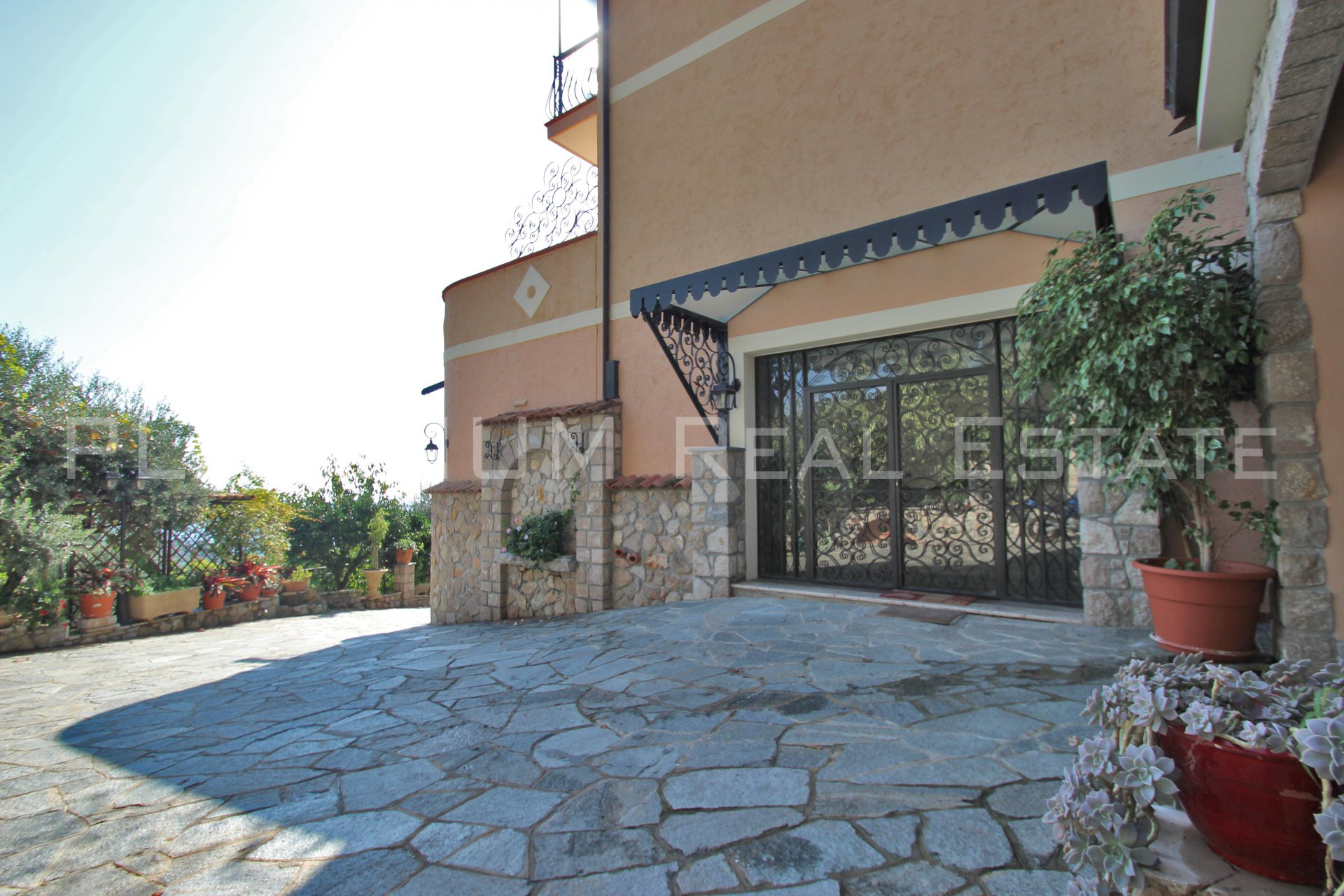 "ROQUEBRUNE ""Pinella"" | VILLA 6P 250M² | VUE MER | PISCINABLE"
