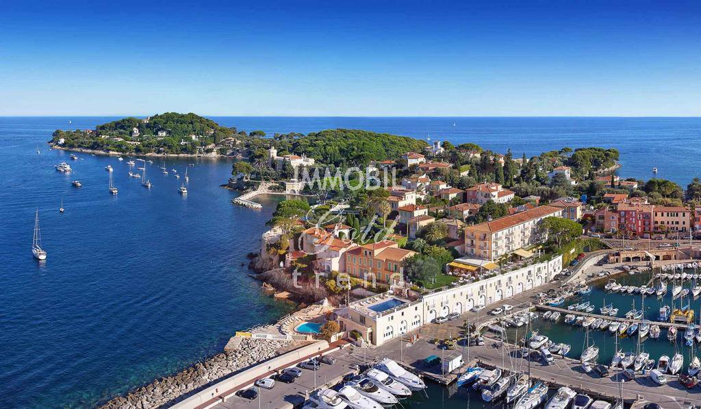 Real estate Saint Jean Cap Ferrat - For sale, luxurious one bedroom apartment in a prestigious building with warmed swimming pool and awesome finishing touches