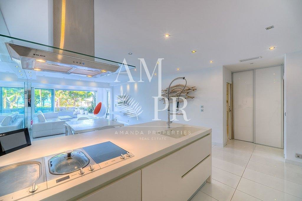 Apartment Cannes-Croisette 3 bedrooms modern seaview