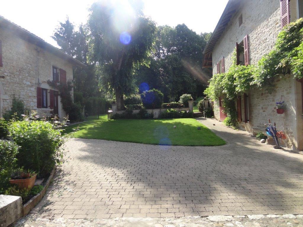Propriété dans beau village entre Lyon et Genève AIN