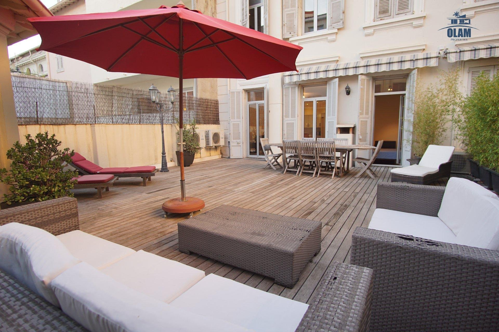 LARGE 4 ROOMS CENTRE OF CANNES CLOSE TO PALAIS OF CONGRESSES