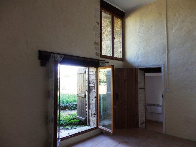 2 Bedroom Village House with Private Garden - Château-Garnier