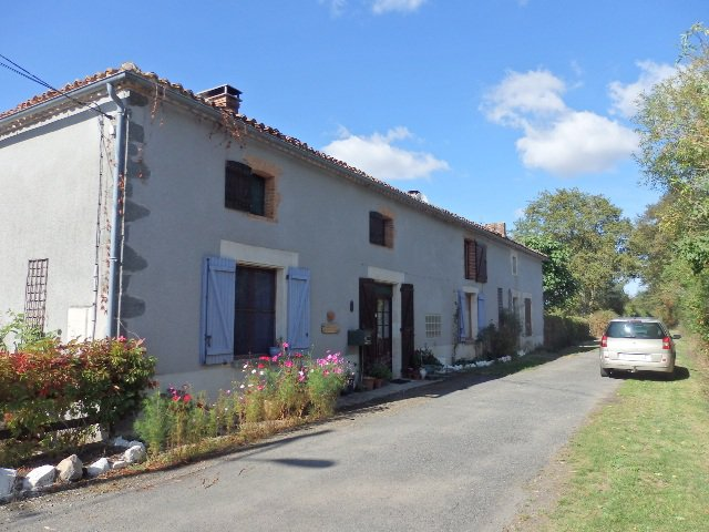 Excellent Farm 11 Acres – Near L'Isle Jourdain – in the Vienne