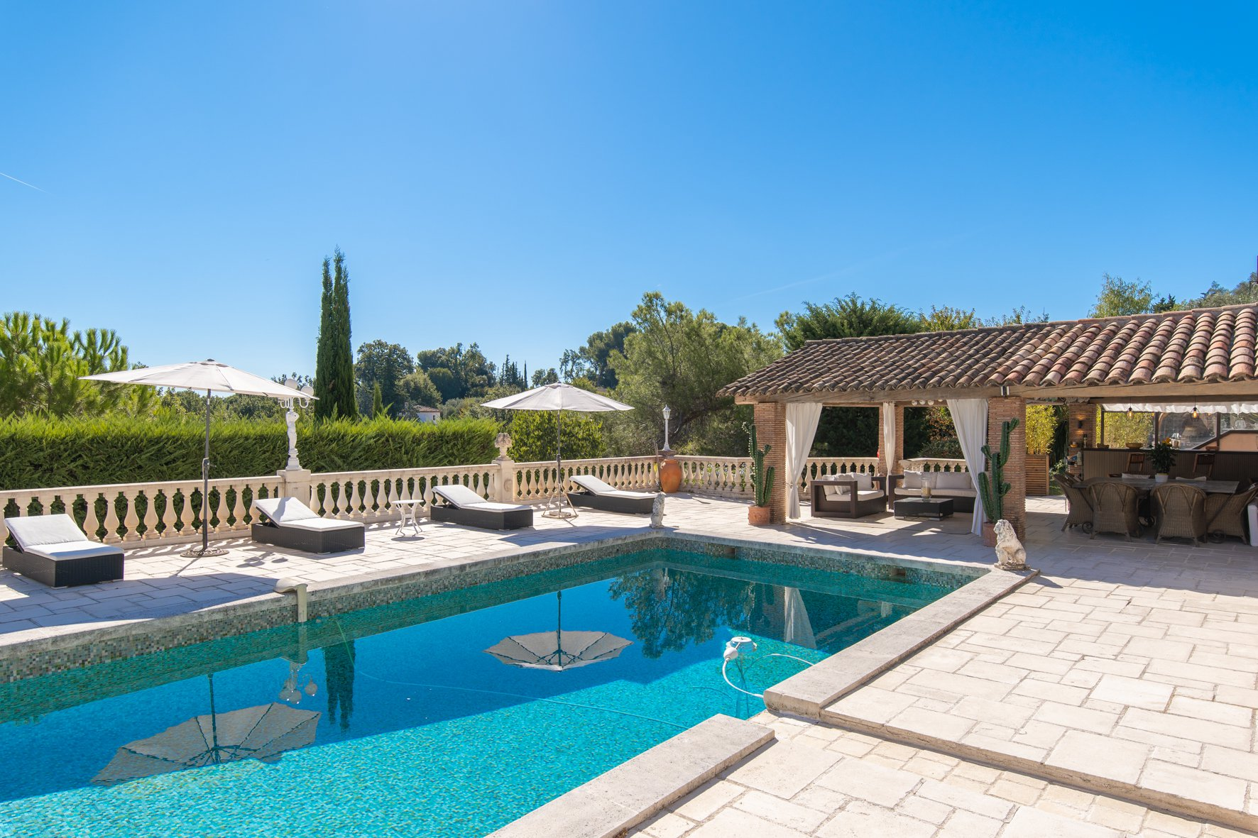 MOUGINS - NEAR GOLF