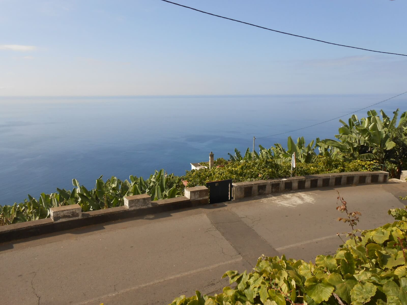 Old T3 House to Renovate of 100 m2 with Barn on 580 m2 of Land with an Amazing Ocean View. Ponta do Sol