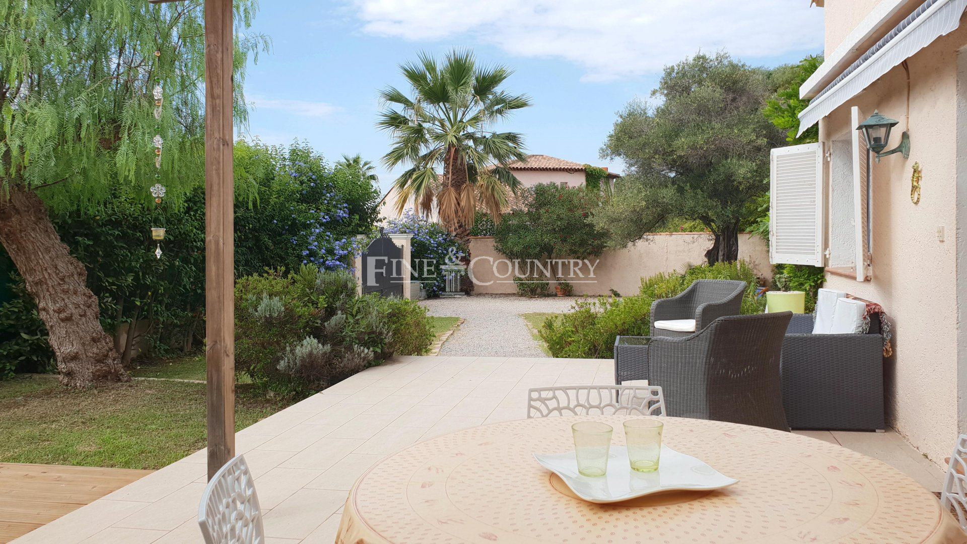 Villa for sale Antibes, Cap d'Antibes, Close to beach.
