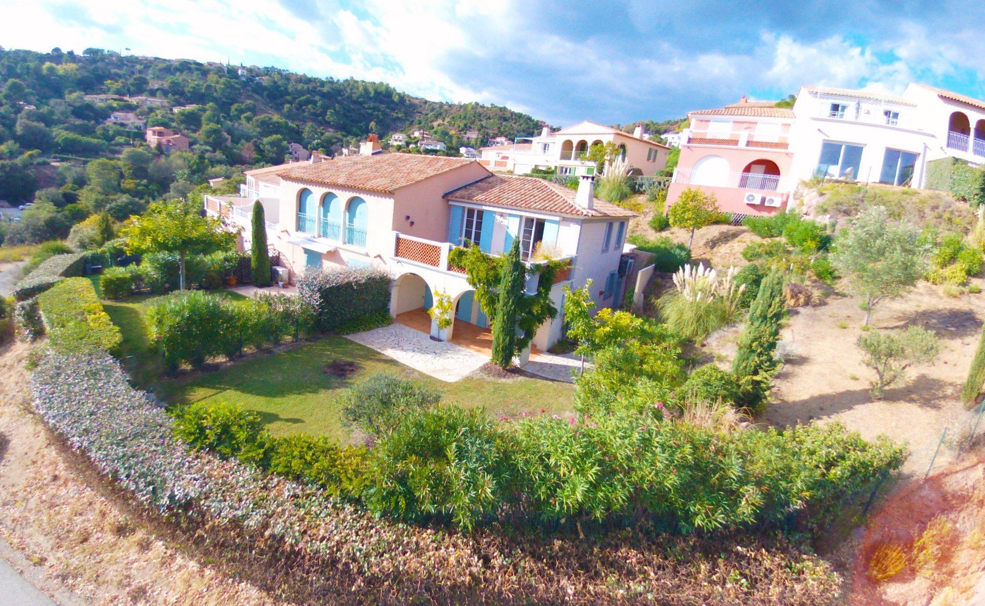 LES ISSAMBRES -  villa of 116m2 with 3 large terraces & SEA VIEW